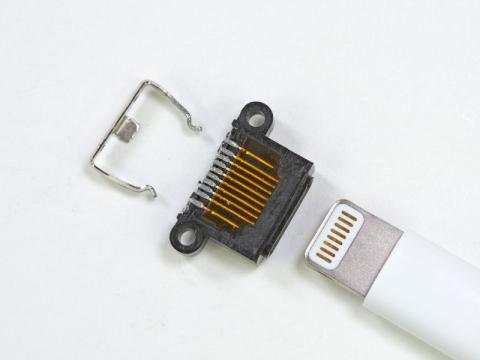 iPhone5 Lightningケーブル
